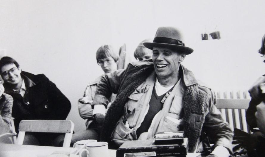 «Zeige deine Wunde» – Poetisch-meditative Doku über den Aktionskünstler Joseph Beuys