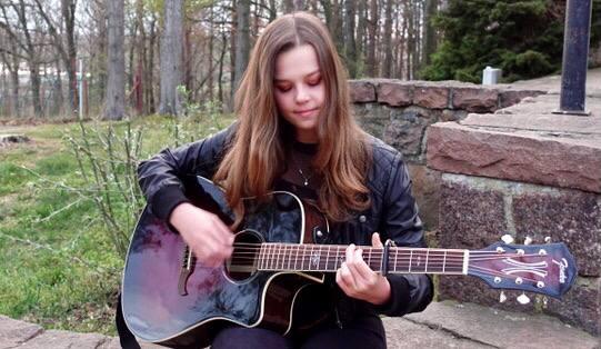 Heidi – Eine junge Singer-Songwriterin erkennt die Chancen der Krise