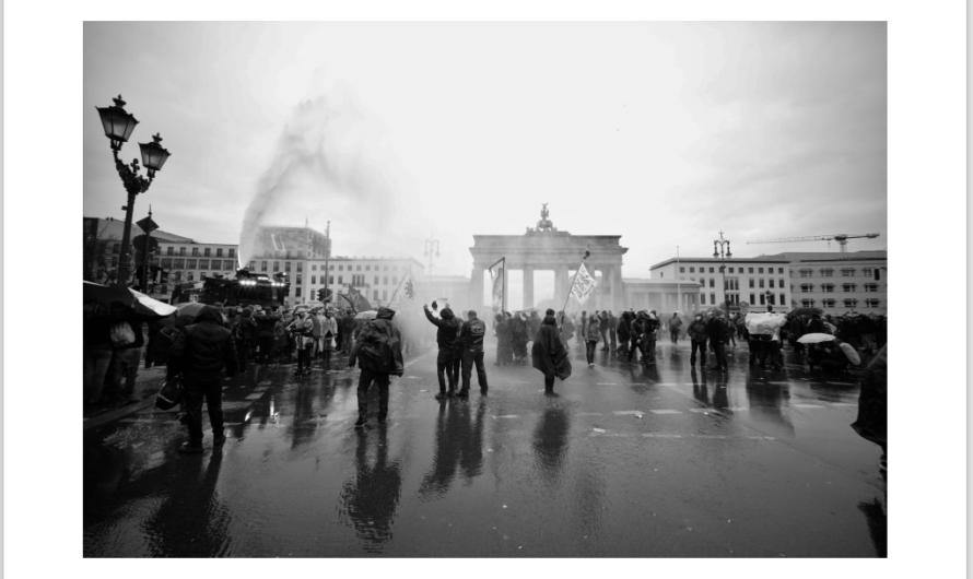 Der Fotograf Moritz Ott dokumentiert auf Corona-Demonstrationen Zeitgeschichte