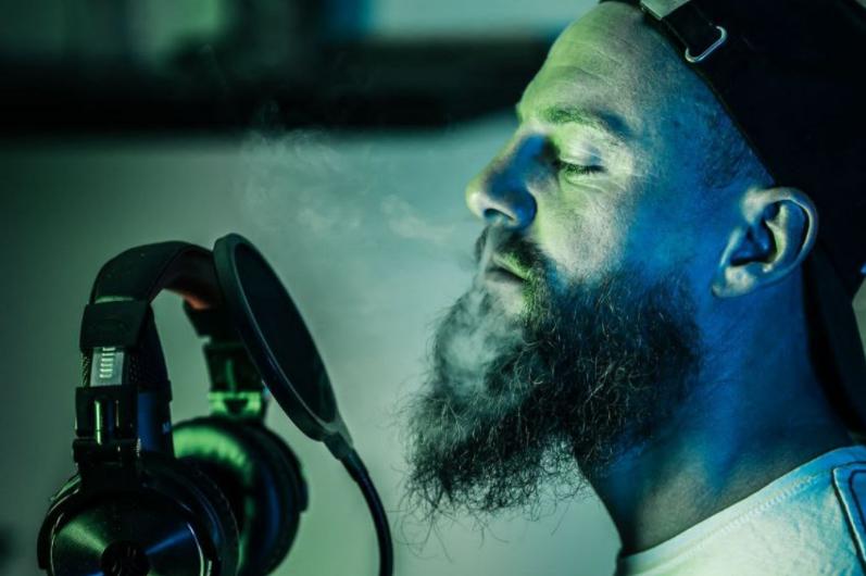 "Der Rapper Skogan vermischt Corona-Kritik mit positiven ""Vibes"""
